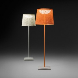Wind floor lamp Vibia white color / orange color front view